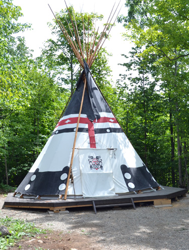 tipi blackfoot, montagne coupe